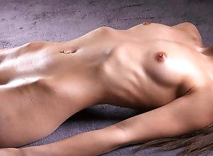Skinny daisy shows her ribs