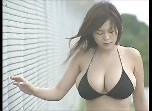 Japanese titty Idol - Yoko Matsugane 01