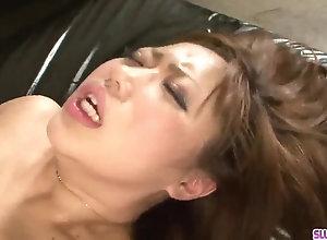 Mind fellating sex with buxomy cougar Neiro Suzuka