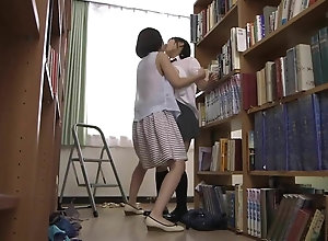Etudiante japonaise abus e not oneself la biblioth caire.mp4