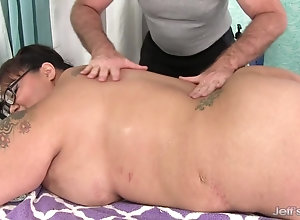 Giant boobed asian BBW Miss Lingling gets a intercourse massage