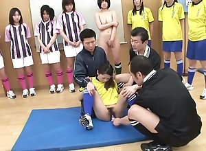 Japonaise football punie humiliee