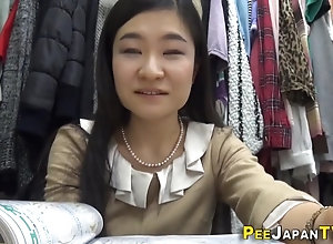 Real japanese lady peeing